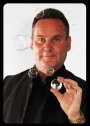 Ken Lindsay – close-up magician